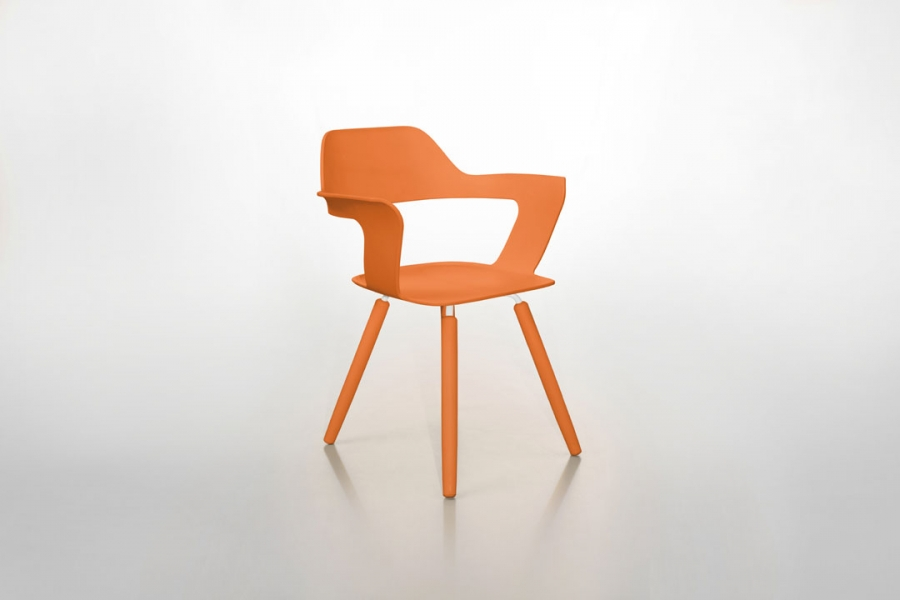 Stuhl mit armlehnen muse orange radius design for Design stuhl orange